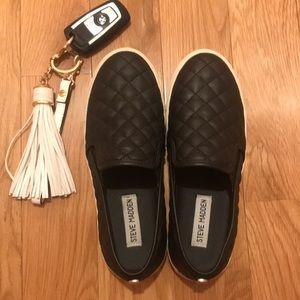 Size 6.5 Steve Madden slip on shoes